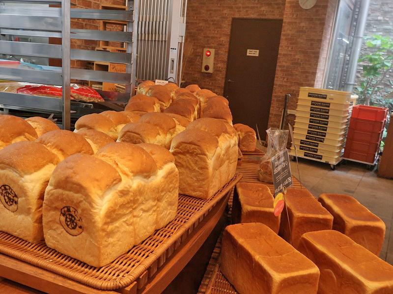 すいちゃん吹ちゃん吹チャン吹田 吹田高校近くパン屋さん オーサムベーカリー国産小麦使用 食パン カレーパン イートイン テイクアウト